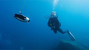 Navatics MITO Underwater Drone_Lifestyle_02_THN